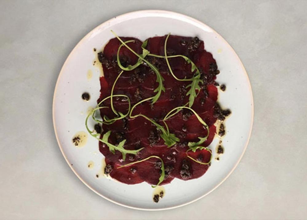 Recipe Carpaccio à la betterave rouge avec vinaigrette à la tapenade noire