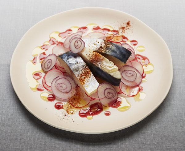 Recipe Maquereau mariné, vinaigre à la pulpe de framboise & huile au citron pressé vert