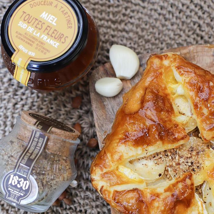 Recipe Feuilleté chèvre-miel aux éclats de noisettes toastés au sel